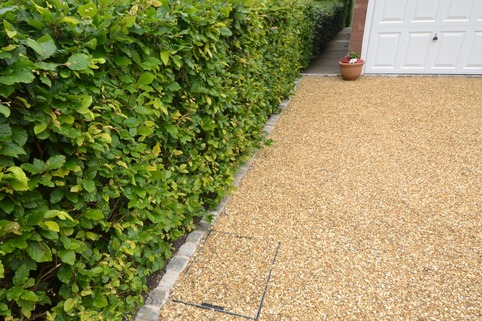 Recessed manhol cover in Stabilised Gravel driveway