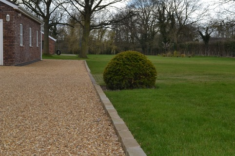 Stabilised Gravel driveway in Poynton using sandstone edge