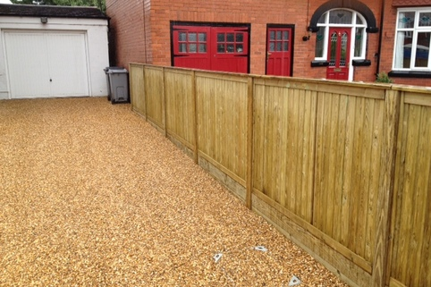 Stabilised Gravel driveway with recessed manhole cover in Sandbach, Cheshire