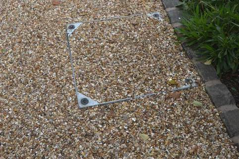 Recessed manhole cover in Stabilised Gravel driveway
